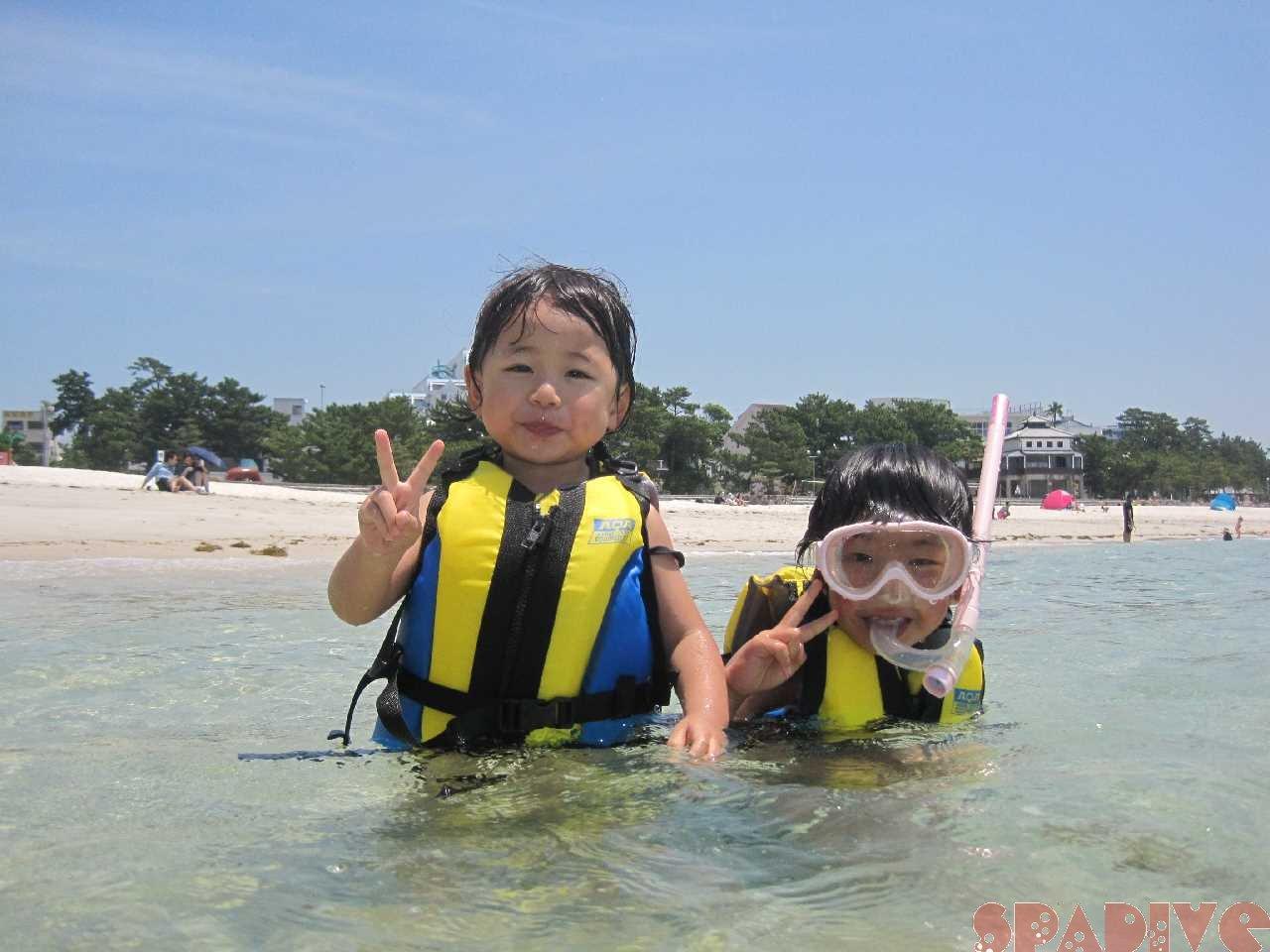 3歳と6歳子供たちのシュノーケリングと海水浴♪ 5/30/2015