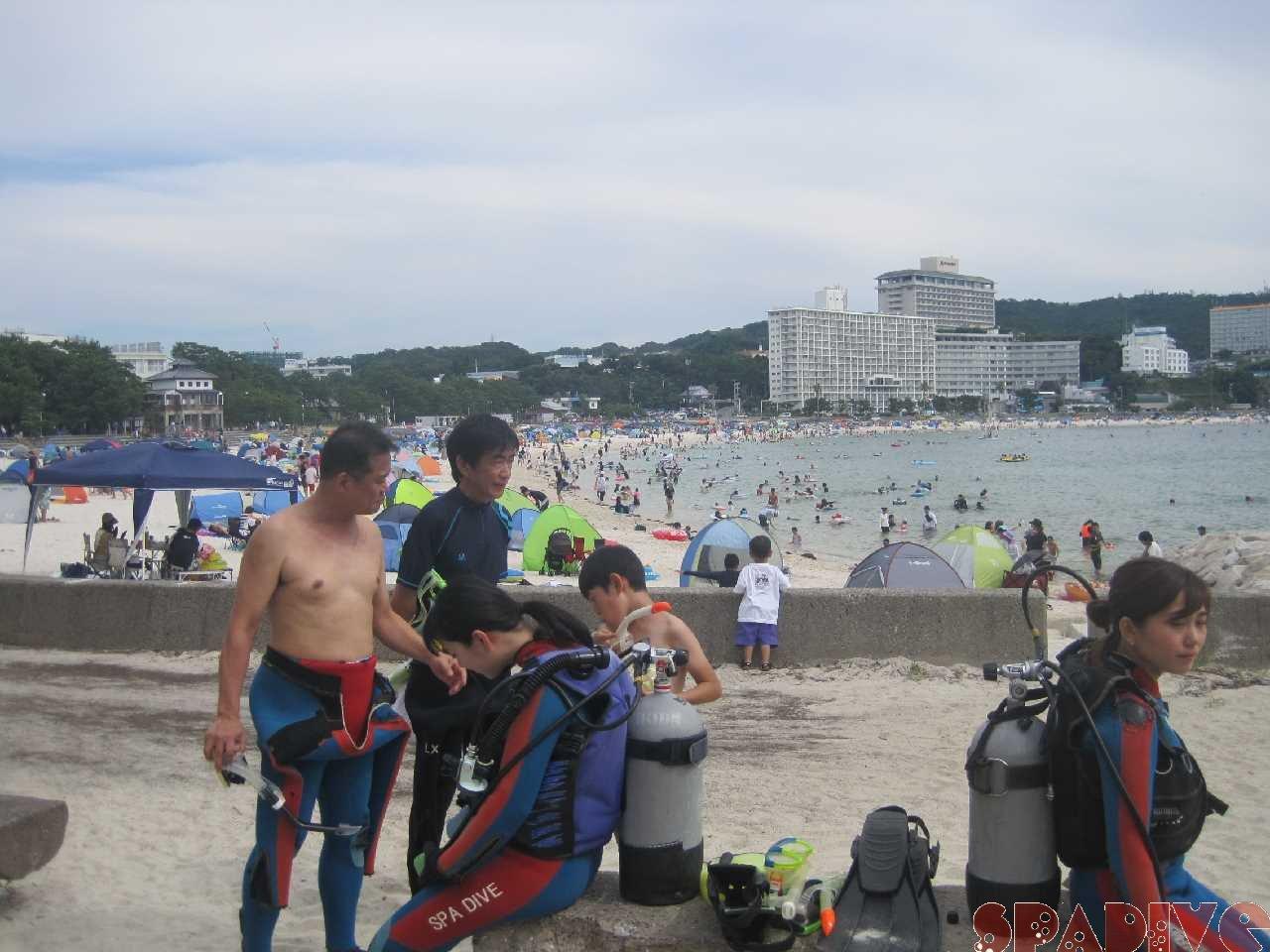 8月初日の白良浜日中画像