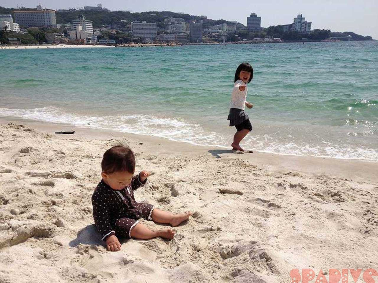 わが娘達と海水浴 まるでプライベートビーチ!?5/20/2013白良浜